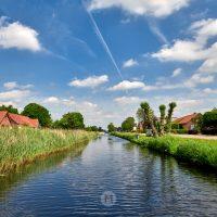 Kanal in Ostfriesland, Niedersachsen by ACHIM MEURER.